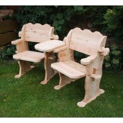 Doppelstuhl aus Lärchenholz.